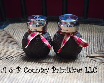 Grubby Salt and Pepper Shaker Set, Country Primitive Salt and Pepper Shaker Set, Country Kitchen Decor, Primitive Kitchen Decor