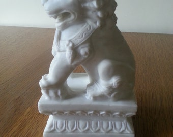Gorgeous Vintage White Marble Asian Lion/ Statue/ Bookend