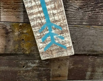 Large wall arrow - reclaimed pallets - Blue painted arrow