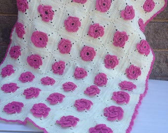 Cream and pink flowery afghan blanket throw laprug cot sized crochet