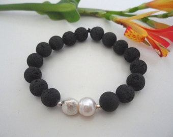 Bracelet: Lava with Pearl & silver
