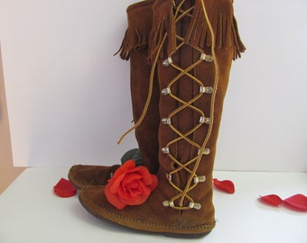 MINNETONKA MOCCASIN BOOTS, Tall Vintage 1970's Fringed Side Lace Boots, Fringed Hippie Boots, Native American Inspired Western Boots, Size 6