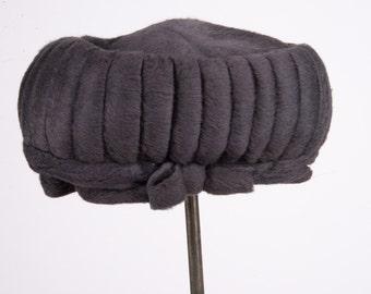 Vintage 1950's combed felt hat, grey