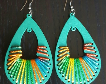 Green wood and multicolor string oval earrings