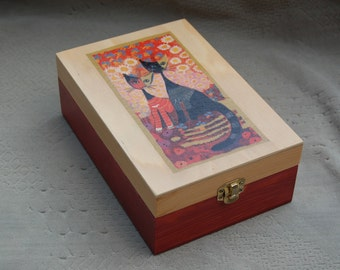 Tea box with cats