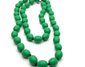 Kelly Green Beaded Statement Necklace Vintage from the 80s Retro Medium Acrylic Beads Hard Plastic Eighties Costume Jewelry