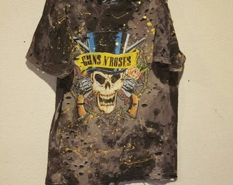 Distressed guns n roses t shirt custom by Iván Alejandro Goméz