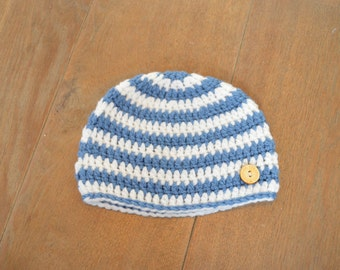 Crochet Baby hat in blue and white with wooden button for a 6-12 months old - Blue Baby hat - Crochet hat for a boy - Blue Boys hat