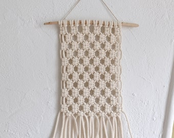 Small wall hanging in macrame