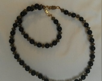 Black and brass wired necklace and bracelet set