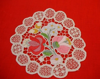 Lovely,Vintage,Hungarian handmade embroidered RICHELIEU Round doily,Kalocsa flower pattern,Cottage/Shabby Chic