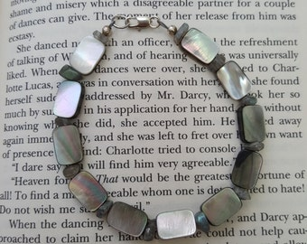 Tahitian Shell and Labradorite Bracelet