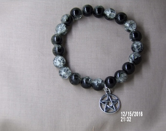 B1246 Small Black Cracked glass Bracelet with Silver Charm .