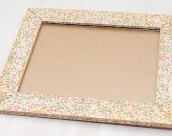Vintage wooden ridged picture frame with floral print