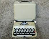 GRATIS verzending * | Zeldzame | Gracia Deluxe | Draagbare schrijfmachine | Gemaakt in Pakistan | 1960 | Met Case | Zeer goede staat