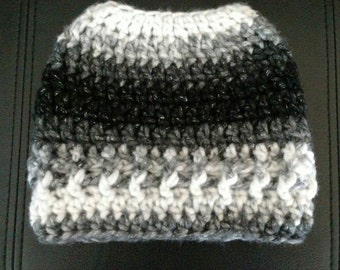Messy Bun Hat / Messy Bun Beanie / Top Knot Toque / Black and White Bun Hat/ Ponytail Hat/ Unique Gift For Her / Winter Hat / Gift for Teen