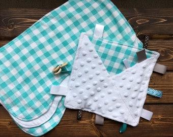 Baby Shower Gender Neutral Crinkle Taggie, Burp Cloth Gift Set