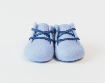 Ami Peluche.BIG SALE!!!! Handmade Merino Wool baby booties. Light blue color.