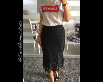 Black Lace skirt, form a mermaid, elasticized waist