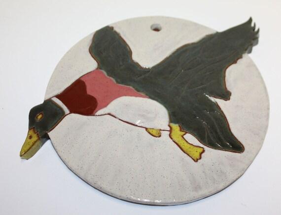 Beautiful flying duck wall plaque / Belle plaque de mur de canard volant, fait main