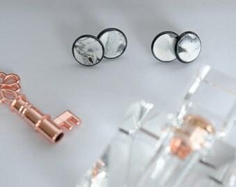 12mm Marble in Black Setting : Stud Earrings