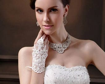 Bridal Crystal Beaded White Lace Appliqués Short Fingerless Wedding Gloves