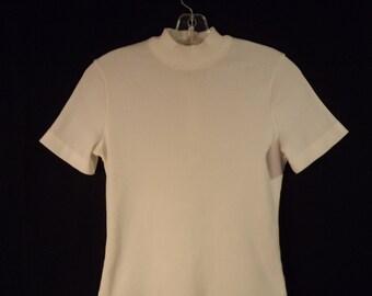 70s ribbed short sleeve mock turtleneck// Minimalist zipper back mock textured white// Vintage Shellmaster USA// Women XS small medium