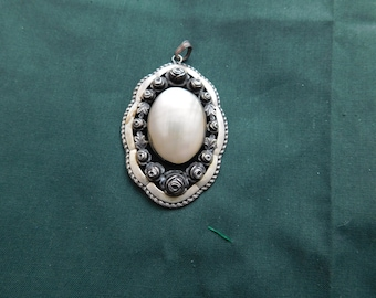 Mother-of-Pearl medallion with silver roses