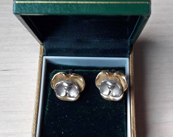 Beautiful vintage gold & silver tone violet flower clip on earrings with box