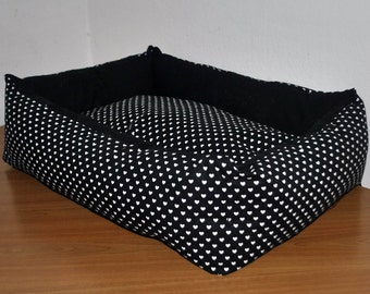 Cat bed George black white hearts  / Mačje ležišče George črna z belimi srčki / Bett fur Katze
