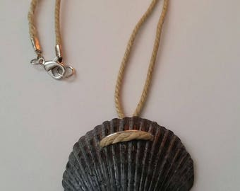 Sea shell pendant rope necklace
