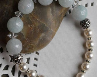 Bracelet with cream Swarovski crystal pearls and crystal roundelles, pale blue glass beads, casbah beads, elastic bead cord, B140