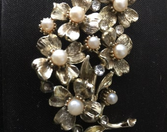 LISNER Vintage Gold Tone and Pearl Flower Brooch