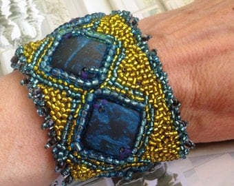 bracelet- glass seed beads embrodered, cocount blue beads