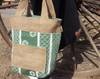 Reversible handag made of antique green fabric and Hessian fabric