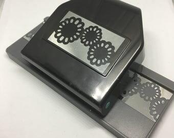 Flower Edger Paper Punch / EK Success / Scrapbooking / Card Making / Arts & Crafts / Paper Punch / Flower Punch / Edge Punch