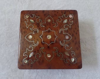 Moroccan Jewelry Gift Box Handmade With Thuya Wood Square design Snowflake