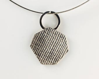 """Pendant in Sterling Silver """"Traces PE3"""" diameter 26 mm - by IrisBiu heptagon. Jewelry handmade in France."""