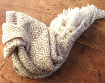 beige mexican rebozo | rebozos de artesania mexicana | shawl, scarf, baby wrap, carrier | mexikaner schal | mexique écharpe |