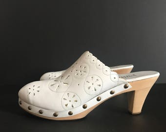 Vintage 70's 7.5/8 floral cut out scallop white clogs by Valley Lane