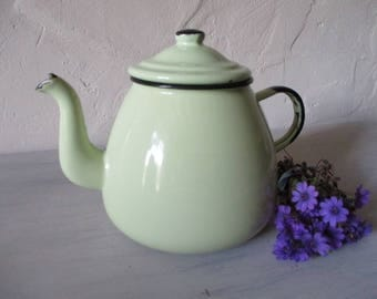 Vintage French enamel teapot.Collectable enamel.Shabby chic.French style.Kitchen decor.Homestead teapot.Picnic teapot.Vintage yellow teapot.