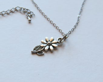 Chain with pendants in the form of a flower in gray