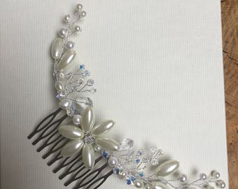Bridal wedding comb with lots of detail, Swarovski crystals and fresh water pearls add sparkle and a touch of class.-lacy