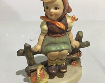 Hummel Figurine - Just Resting - 112 2/0 - TMK-2