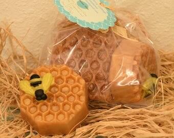 Honey Oatmeal milk soap - Organic Honeycomb oatmeal - Handmade Organic soap - Honey bee, Bumble bee soap, Oatmeal milk honey scent soap
