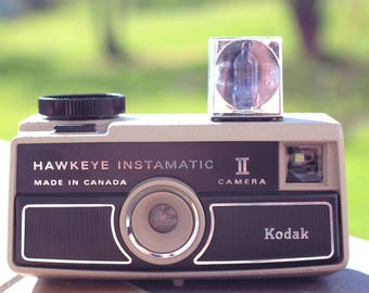Vintage Kodak Hawkeye Instamatic II Camera Kodak Instamatic, Vintage, Vintage film camera, Flash Cube Retro Camera