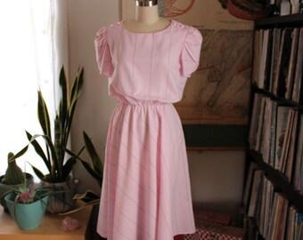 1980s dress . womens pink dress . elastic waist swing dress . short sleeve day dress . 80s casual blouson dress . womens medium large