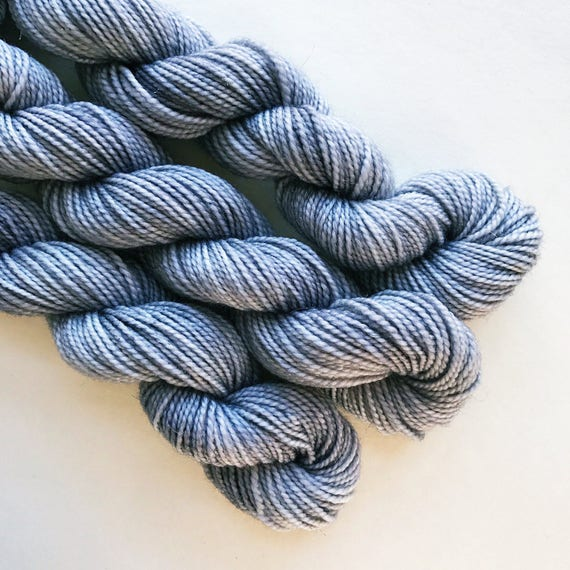 ash / hand dyed yarn / mini skein / sock fingering yarn / merino wool superwash / sock mini / needlepoint embroidery / semi-solid pale grey