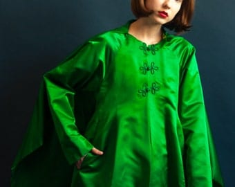 60s kelly green satin cape coat / mod satin opera coat / s / 1076o / R4