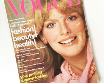 Vintage Vogue Magazine April 1975 Mary Tyler Moore Margaux Hemingway Ford White House Party Disco Clothing